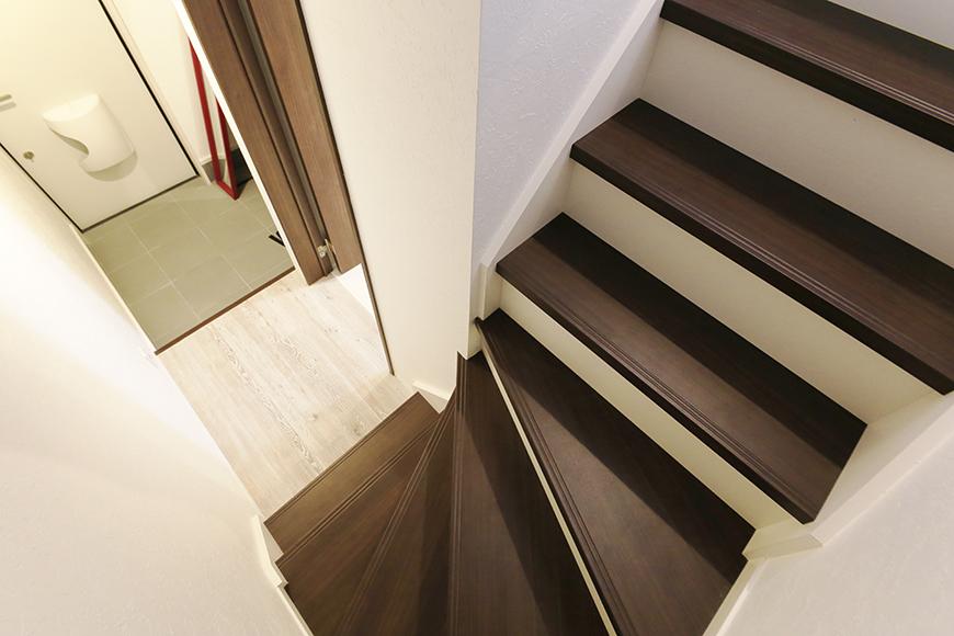 【アンペルハイム本星崎】1A号室_1階から2階のリビングスペースへ_MG_6707