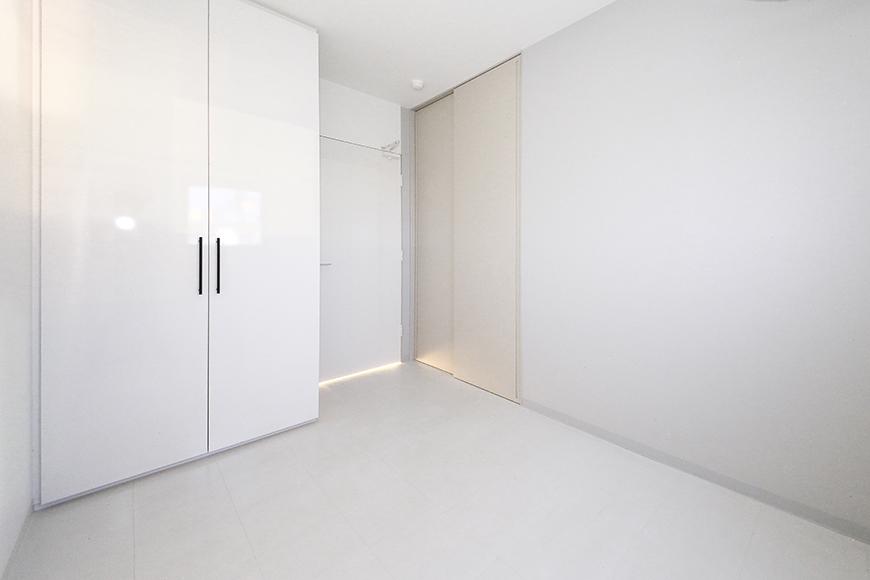 【FLATS GAZERY】401号室_洋室(4.5帖)にはクローゼット収納×2!_MG_0106