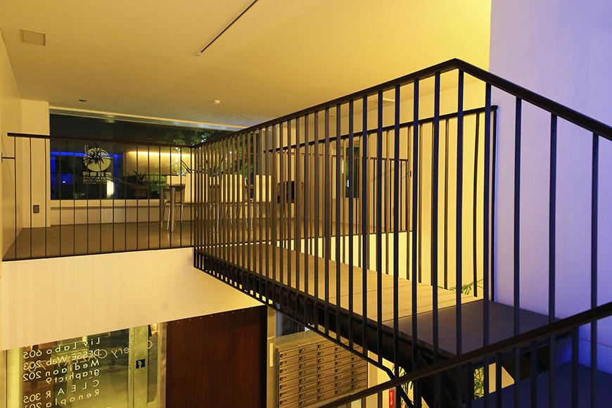 【FLATS GAZERY】1階~2階_階段踊り場_MG_0257
