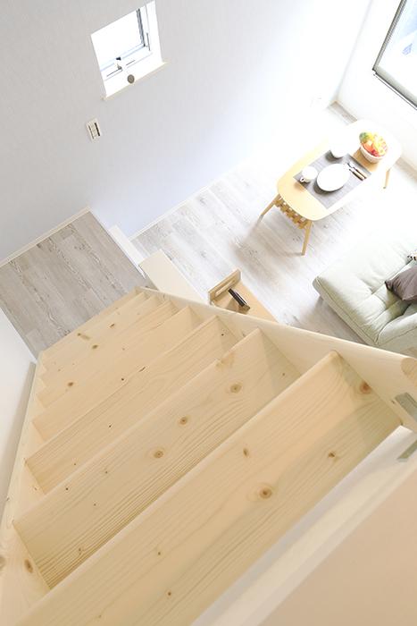 【アンペルハイム本星崎】1A号室_洋室からロフトへの階段・眺望_MG_6947