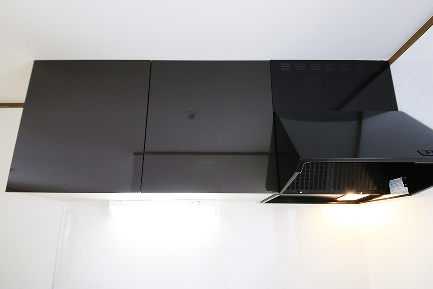 【J-Style枇杷島B棟】F号室_キッチン_頭上の収納_MG_4159