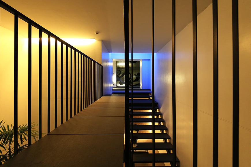 【FLATS GAZERY】2階_渡り廊下_MG_0300