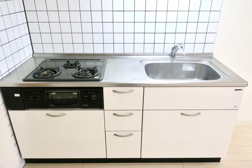 キッチン周り。13.2帖のLDK。 MARUNOUCHI SQUARE (丸の内スクエア)1