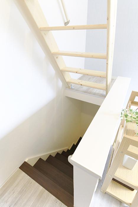 【アンペルハイム本星崎】1A号室_洋室への階段・ロフトへの階段_MG_7032