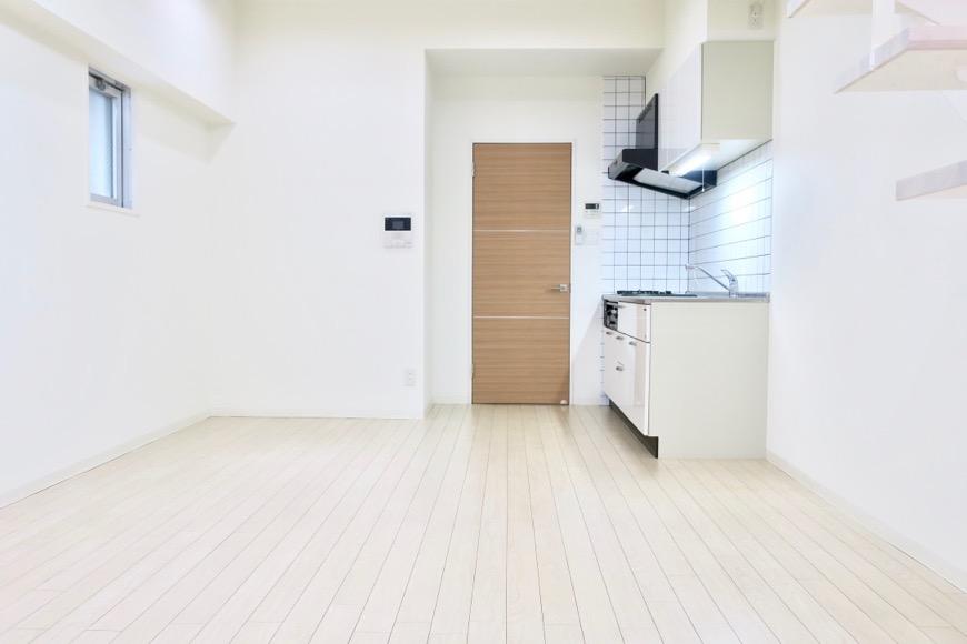 フレンチホワイトのお部屋。柔らかい雰囲気が癒されます。13.2帖のLDK。 MARUNOUCHI SQUARE (丸の内スクエア)1