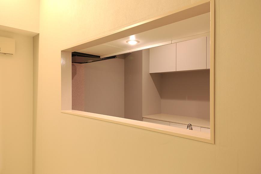 【FLATS GAZERY】401号室_LDK_リビングからキッチンへ_MG_0132