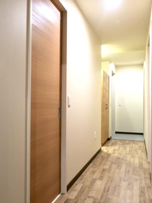 廊下。ビンテージオークの床がお洒落、N APARTMENT (N アパートメント 901号室)1