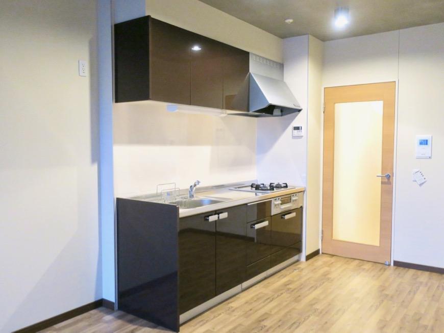 モダンでスタイリッシュなキッチン台。N APARTMENT (N アパートメント 901号室)0