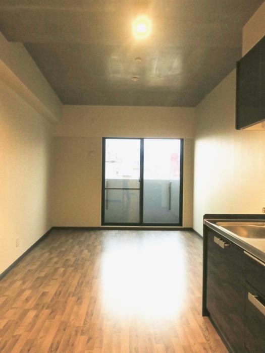 13.1帖のLDK ヴィンテージオークの床がかっこいい。N APARTMENT (N アパートメント 901号室)1