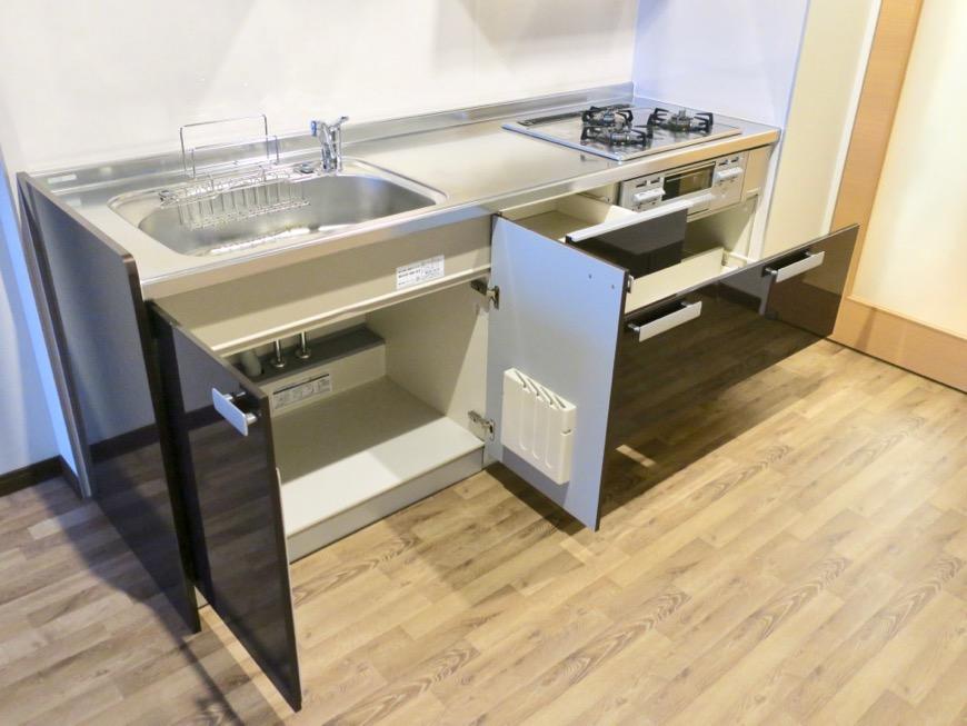モダンでスタイリッシュなキッチン台。N APARTMENT (N アパートメント 901号室)4