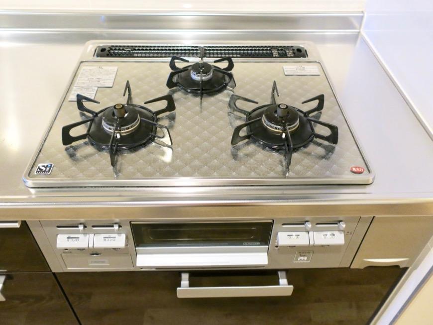 モダンでスタイリッシュなキッチン台。N APARTMENT (N アパートメント 901号室)3