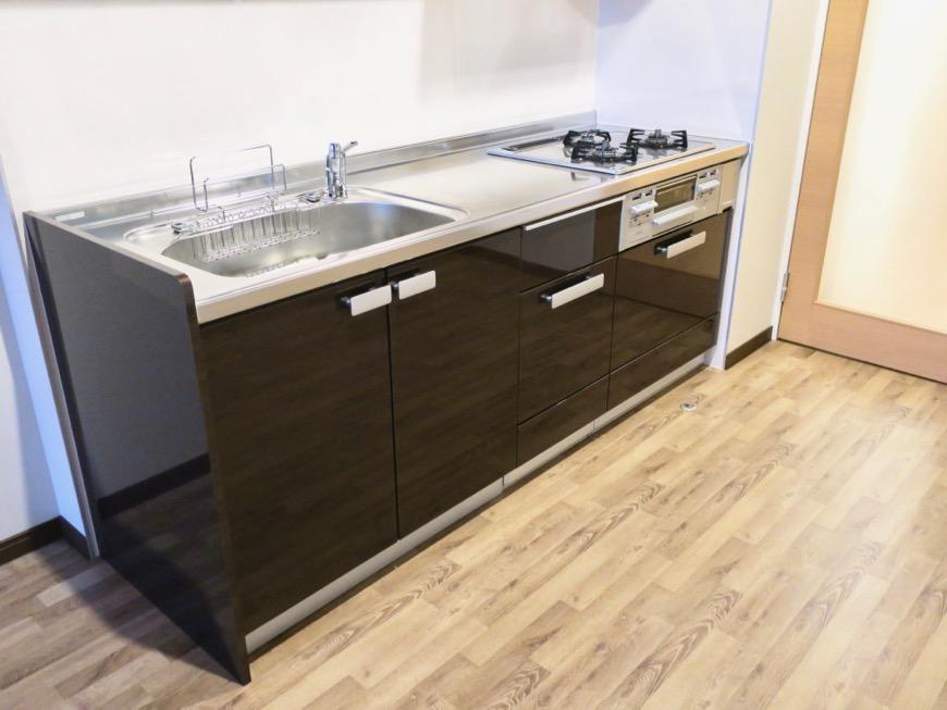 モダンでスタイリッシュなキッチン台。N APARTMENT (N アパートメント 901号室)7