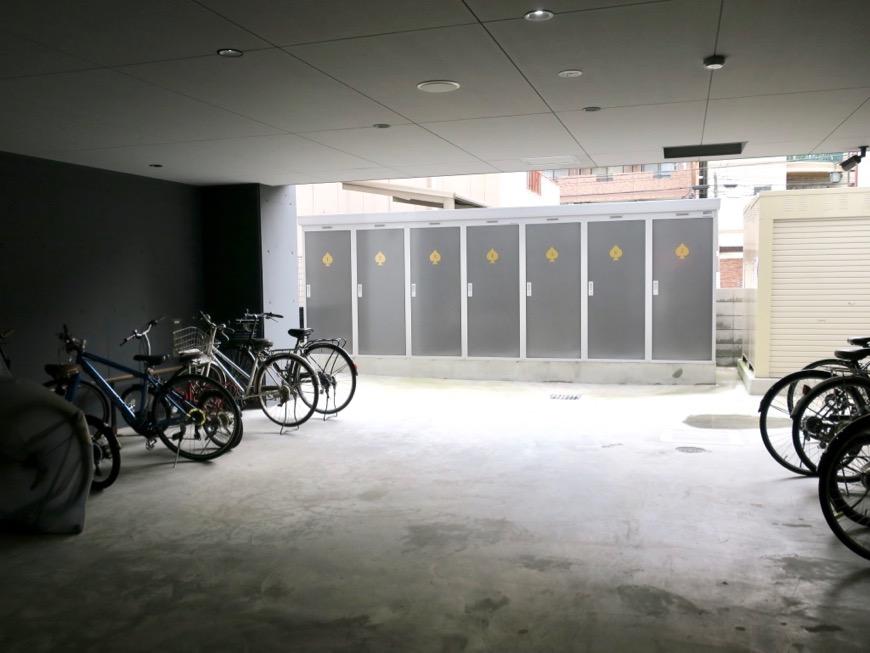MAISON SPADE 自転車置き場
