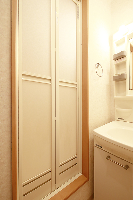 【NEXTAGE B】205号室_サニタリールーム(水周り)_バスルームへのドア_MG_0338