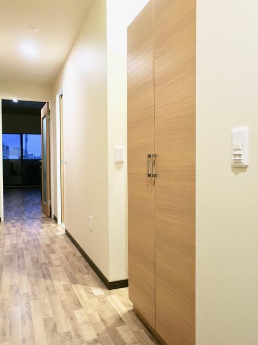 廊下。ビンテージオークの床がお洒落、N APARTMENT (N アパートメント 901号室)3