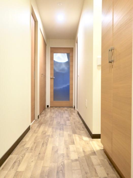 廊下。ビンテージオークの床がお洒落、N APARTMENT (N アパートメント 901号室)5