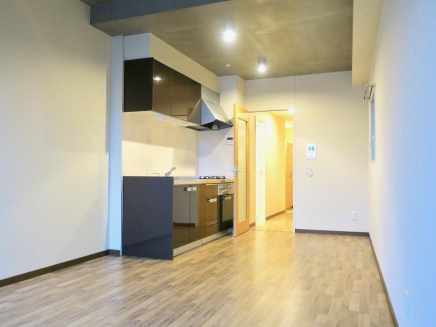 13.1帖のLDK ヴィンテージオークの床がかっこいい。N APARTMENT (N アパートメント 901号室)4