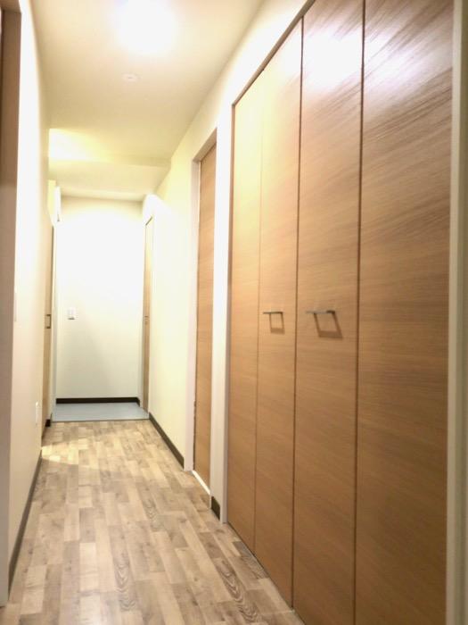 廊下。ビンテージオークの床がお洒落、N APARTMENT (N アパートメント 901号室)0