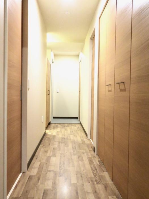 廊下。ビンテージオークの床がお洒落、N APARTMENT (N アパートメント 901号室)6