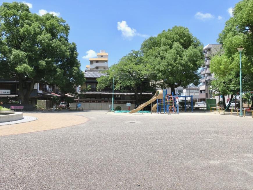 ● 目の前は公園。神田ヴィレッジ中川 外観・共用0