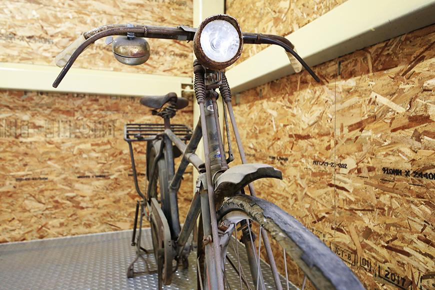 【バイクガレージNAGOYA】二階_古き良き時代の自転車も_MG_7567