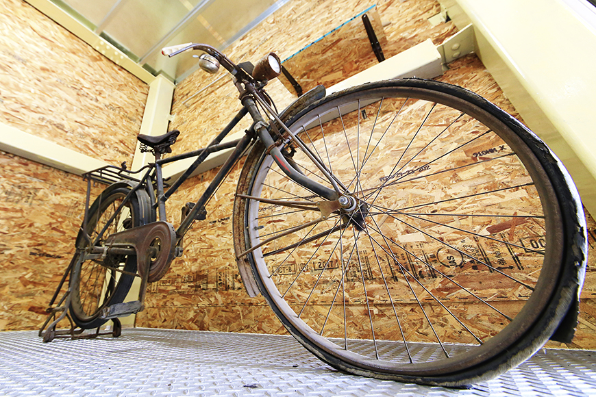 【バイクガレージNAGOYA】二階_古き良き時代の自転車も_MG_7574