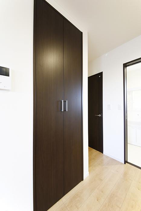 【Garage Villa Yonezu】107号室_洋室_収納_MG_1444