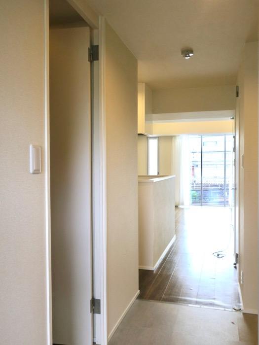 玄関・ジオラマが置けそうな広い土間。コレクション名駅Ⅲ 405号室 鉄男鉄子さん、電車が大好きな人のためのお部屋。0