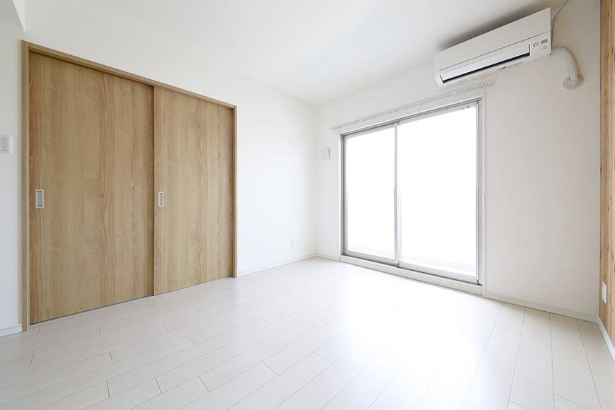 【フェリーチェ】405号室_リビング_木目調が柔らかい温もりを与える_MG_9823