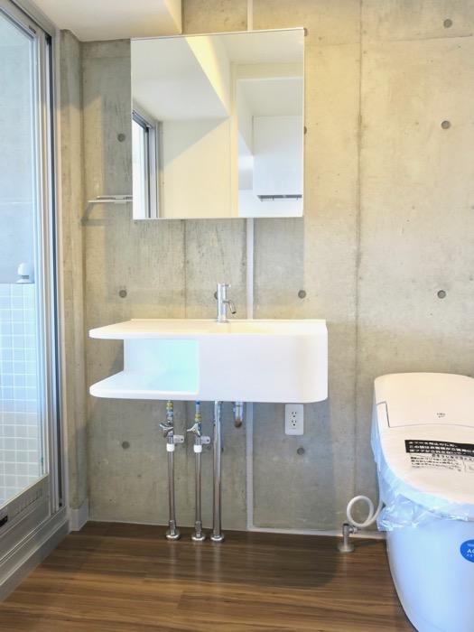 バスルーム。コレクション名駅Ⅲ 405号室 鉄男鉄子さん、電車が大好きな人のためのお部屋。3