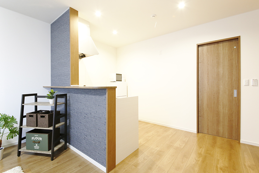 【Garage Villa Yonezu】105号室_洋室からキッチン周りへの眺め_MG_1203