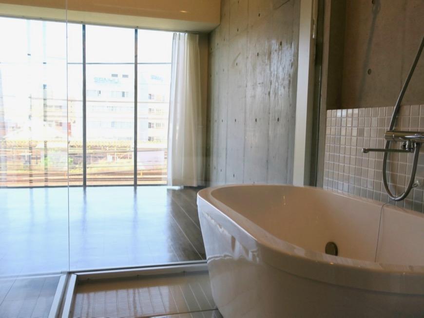 バスルーム。コレクション名駅Ⅲ 405号室 鉄男鉄子さん、電車が大好きな人のためのお部屋。5