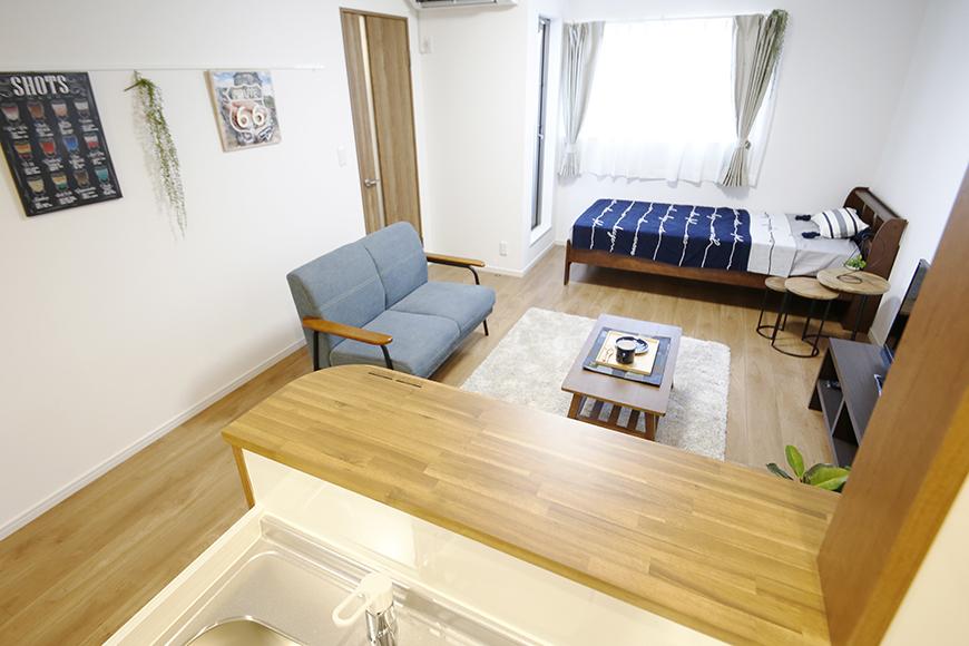 【Garage Villa Yonezu】105号室_キッチンから洋室への眺め_MG_1157