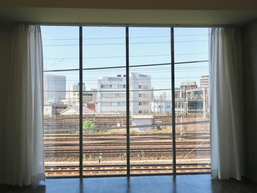 電車が見える部屋。コレクション名駅Ⅲ 405号室 鉄男鉄子さん、電車が大好きな人のためのお部屋。1