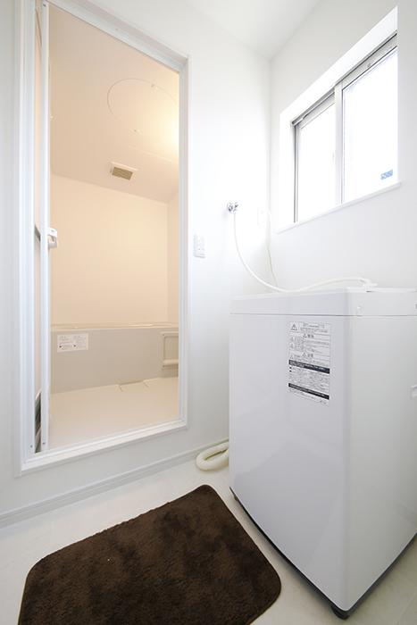 【Garage Villa Yonezu】105号室_水周り_バスルームと室内洗濯機置き場_MG_1111