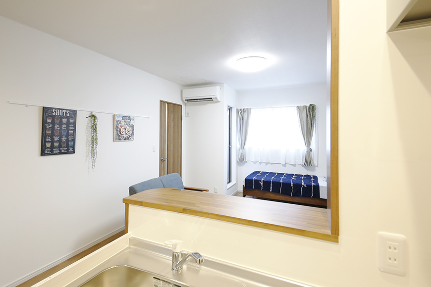 【Garage Villa Yonezu】105号室_キッチンから洋室への眺め_MG_1152