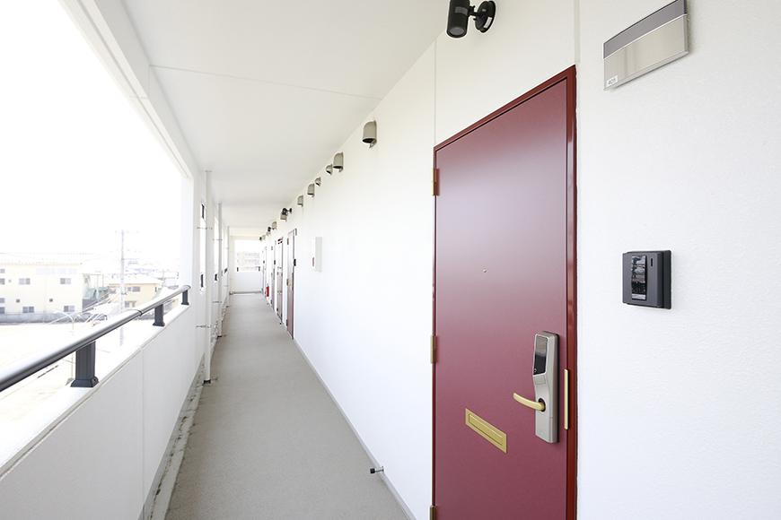 【フェリーチェ】405号室_玄関ドア_共有部_MG_9615