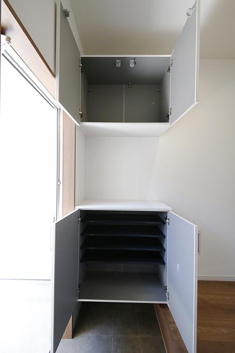 【Garage Villa Yonezu】105号室_玄関_シューズボックス_MG_0730