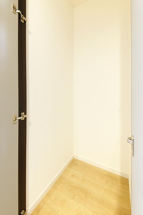 【Garage Villa Yonezu】107号室_洋室_収納_MG_1431