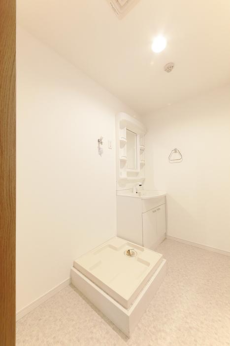【フェリーチェ】405号室_水周り_室内洗濯機置き場・独立洗面台_MG_9722