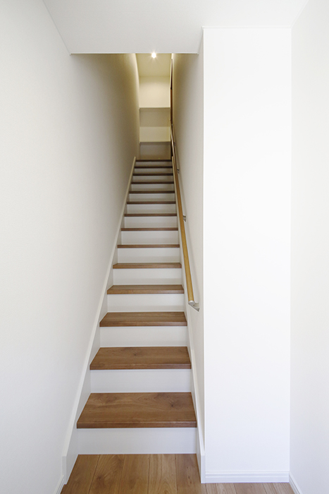 【Garage Villa Yonezu】105号室_玄関から居住スペースへの階段_MG_0932