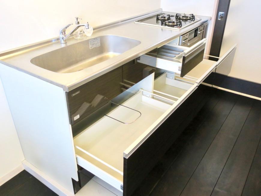 生活導線がきれいなキッチン周り。神田ヴィレッジ中川702号室4