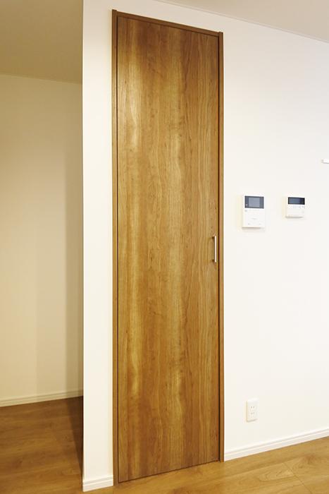 【Garage Villa Yonezu】105号室_キッチン・洋室のクローゼット収納_MG_1059