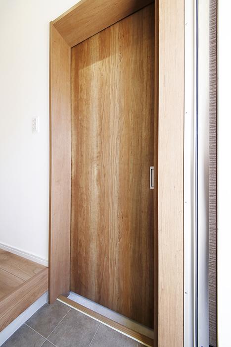 【Garage Villa Yonezu】105号室_玄関_ガレージへのドア_MG_0715