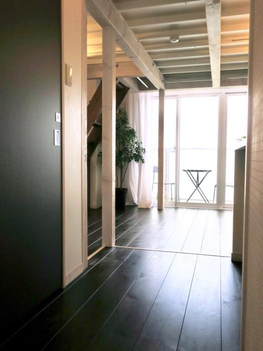 玄関から廊下へ。神田ヴィレッジ中川702号室0