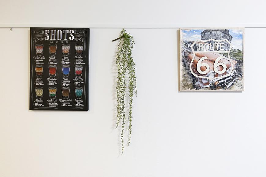 【Garage Villa Yonezu】105号室_洋室の壁にはピクチャーレール_MG_0995