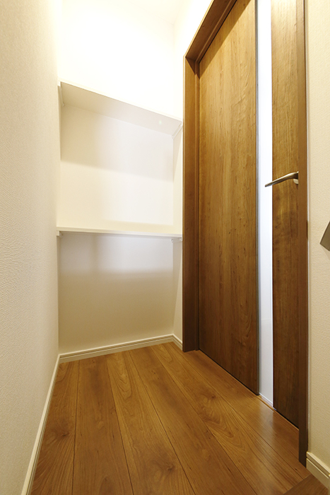 【Garage Villa Yonezu】105号室_居住スペースへのドア_MG_0941