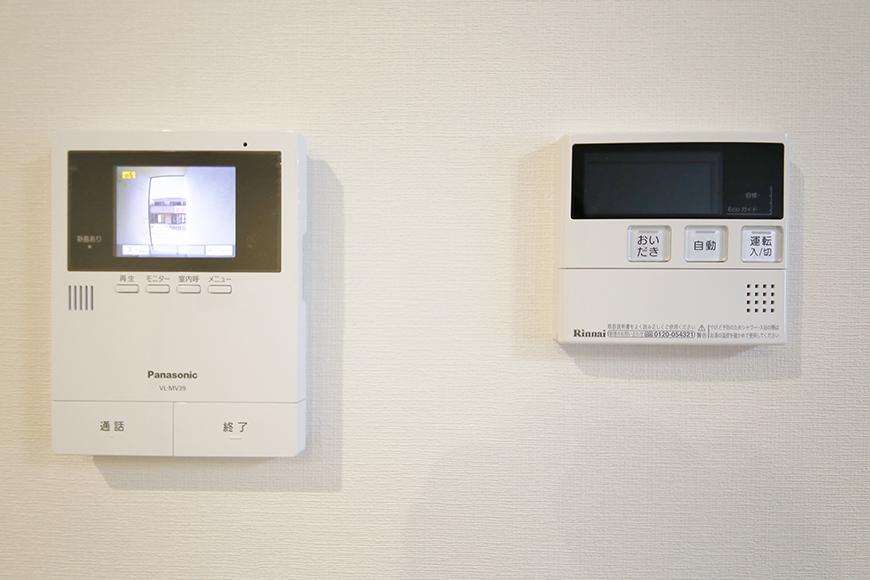 【Garage Villa Yonezu】105号室_洋室のTVモニタ付インターフォンとコンパネ_MG_1011