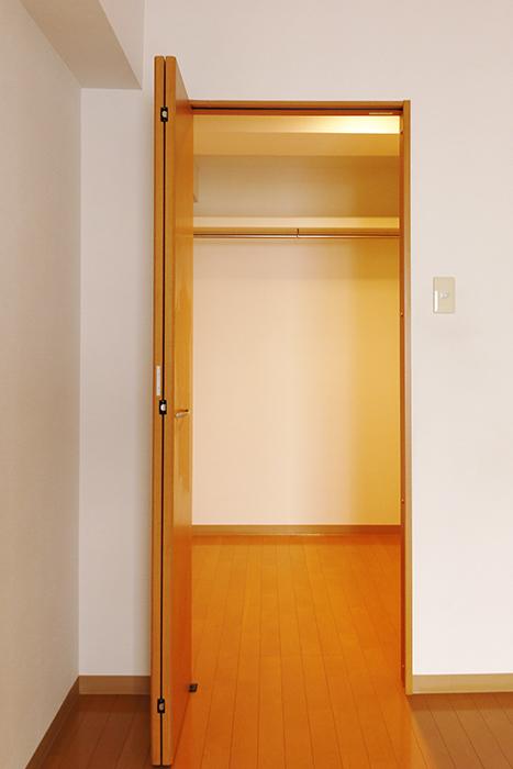 【ジョイ桜本町】107号室_洋室_ウォークインクローゼット_MG_1950
