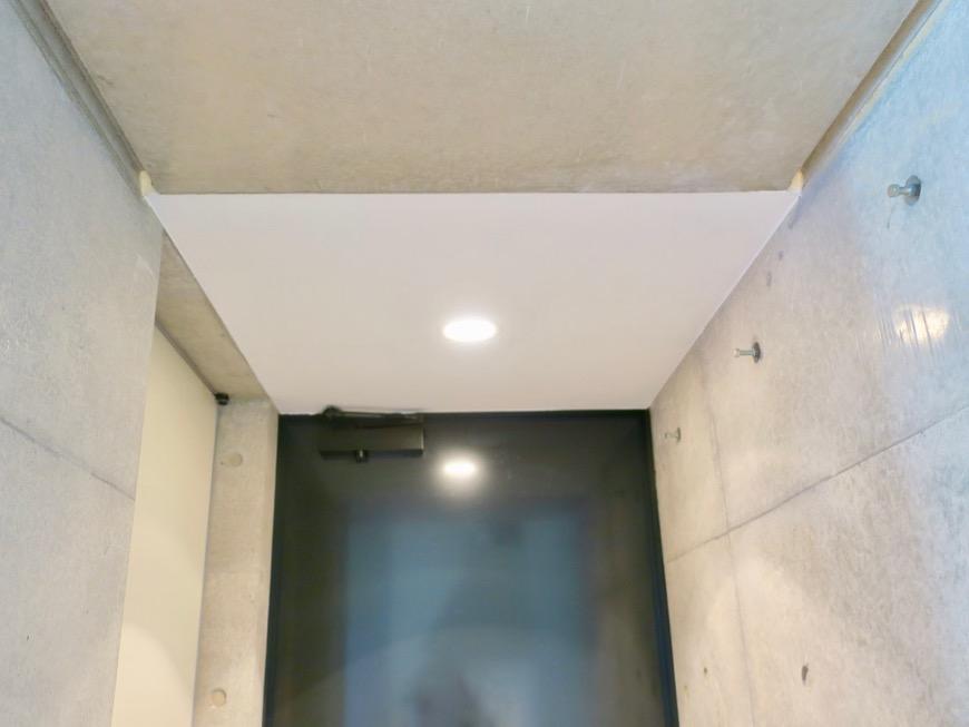 照明の光が綺麗な玄関。BAUWERK(バウヴェルク)302号室4